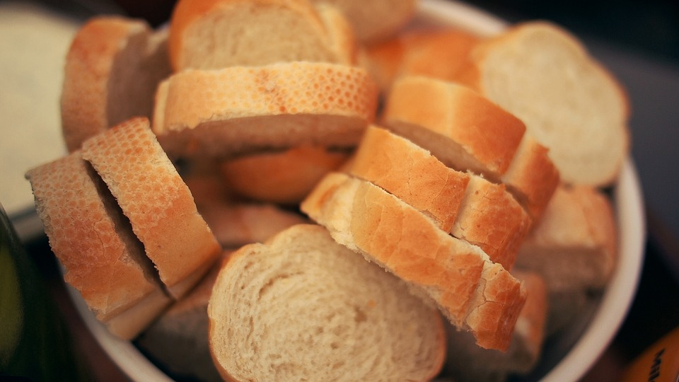 Is it cheaper to bake your own bread at home?